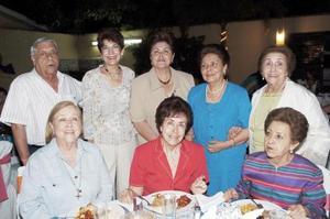 Mary Rocha, Flavia Anzures, Lupita Anzures, Martha Anzures, Concepción de Arias, Tere de Borrego y Esperanza de Martínez, en una agradable reunión.