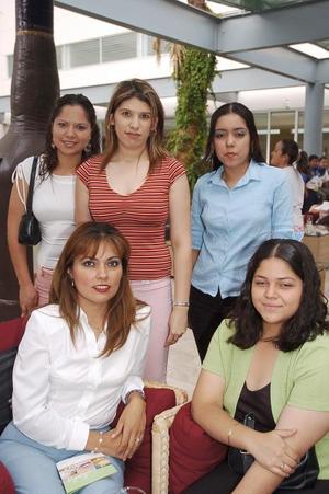 <b>07 de agosto 2005</b><p> Delty Ramírez, Margarita del Carmen Aguilera, Patricia García, Saraí Reyes y Jaqueline Martínez..