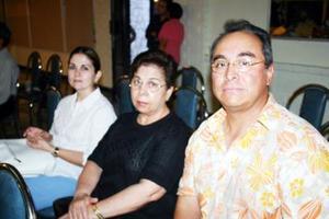 Jazmín Herrera, Velia de Herrera y José Herrera.