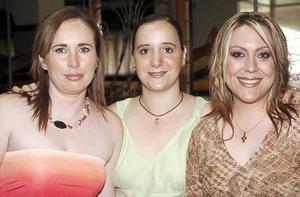 Alejandra Ramos de Hernández, Cristy Rosas de Dovalina y Karla Díaz Flores Nájera, captadas en un  agradable festejo social.
