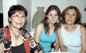 <b>08 de agosto 2005</b><p> Rosalinad Cervantes, Irma Ortiz Abdalá y Karla Ortiz.
