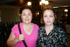<b>09 de agosto 2005</b><p> Tere Gutiérrez y Carmelita Aguirre Garza..jpg