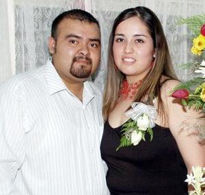 Miguel Ángel  Ramos Medina y Rosa Liliana Vélez Cárdenas contraerán matrimonio en breve, motivo por el cual fueron despedidos con una reunión que les organizó Rita Medina de Ramos.