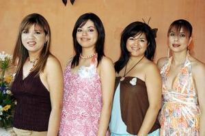 <b>08 de agosto 2005</b><p>  Diana Estefanía Acevedo acompañada de algunas de las invitadas a su fiesta de canastilla, organizada por maría Lilia J. Lerma.
