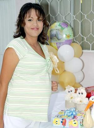 <b>09 de agosto 2005</b><p>  María del Socorro Elías de Velázquez disfrutó de una fiesta de canastilla, que le organizaron Irma Mendoza Moreno y Lucila Martínez Machado.