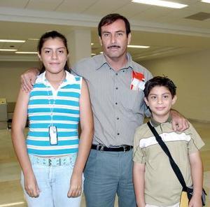 Érick Cabrera, Adriana cabrera y Rafael Olvera viajaron a Chetumal.