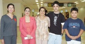 <b>08 de agosto 2005</b><p> Norma Ruiz e Hilda Sánchez vijaron a París, y las despidieron Alicia, Javier y Daniel.
