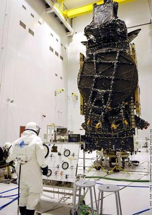 El lanzamiento del Ariane-5 desde Kuru tuvo lugar después de una interrupción de la cuenta atrás de más de una hora y media, a raíz de un problema surgido en sistemas de encendido en la plataforma cuando faltaban sólo 15 segundos para el despegue.