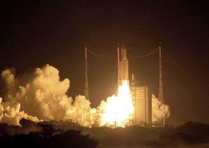 La puesta en órbita se produjo apenas media hora después del despegue, según lo previsto, informó el consorcio europeo Arianespace.