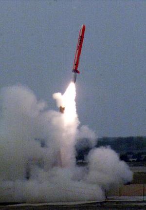 Pakistán logró un acuerdo la semana pasada con la India para informarse el uno al otro sobre pruebas misilísticas, pero el general y portavoz militar Shaukat Sultan dijo que el trato no incluía a este misil crucero, llamado 'Babur'.