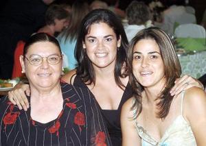 <b>11 de agosto 2005</b><p> Mary Saborit de Ortiz, Marisol Ortiz y Cecilia Ortiz.
