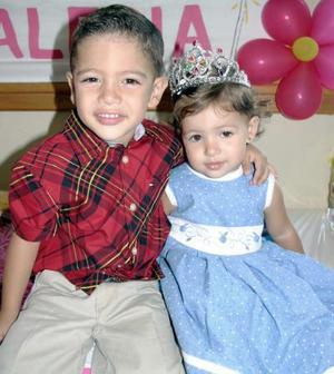 Los hermanitos Sergio y Valeria.