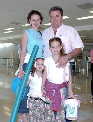 Luis Dugay, Rocío Rodríguez, María Sofía y Bárbara Dugay viajaron a Puerto Vallarta.