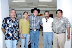 <b>10 de agosto 2005</b><p>  Diego Alba viajó a Tecate y fue despedido por Leobardo, José Luis, Humberto y Paola.