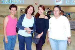 Mary y Vicky Kasillas, Mary Bentley y Nena Padilla viajaron a Tijuana.