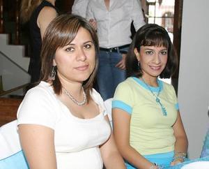 Blanca Mora de Fernández y Cecilia Rojas de Navarro.