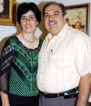 HomeroMartínez Montalvo, gobernador del Distrito 4110, acompañado de su esposa Ana María de Martínez.