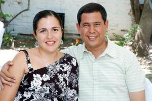 Linda de Galindo y Carlos Galindo, presentes en la fiesta de bautizo de la niña Ana Paula Galindo de la Vega.