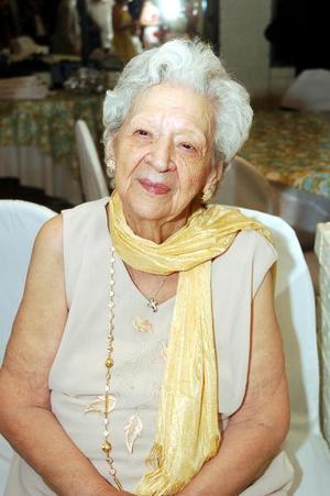 Manuelita Madero de Zavala celebró 90 años de vida en días pasados, con un bonito festejo que le ofrecieron sus hijos y en el cual recibió múltiples felicitaciones.
