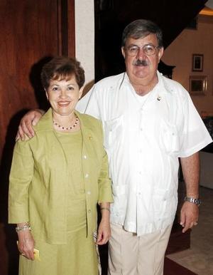 Tere V. de Ruiz y Carlos Ruiz, presidentes actuales del Club Rotario Torreón Oriente.