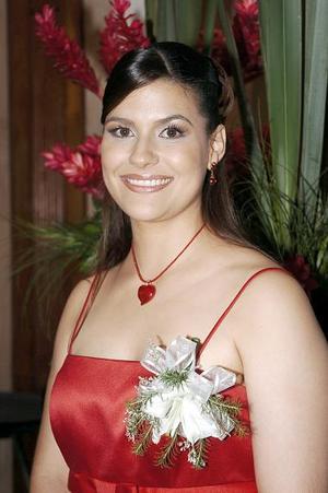 <b>12 de agosto 2005</b><p> Yasmín García de Alba Darwich, captada en su despedida de soltera.