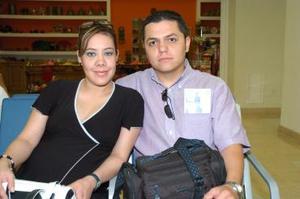 Alberto Sifuentes y Karen Mendoza viajaron con destino a Mazatlán.