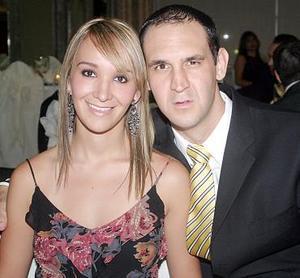 <b>12 de agosto 2005</b><p> Denisse Escamilla y José Ramón García.