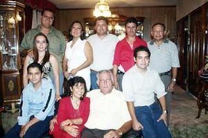 Lidia Sifuentes Díaz celebró su cumpleaños, con un convivio acompañada por su esposo e hijos.
