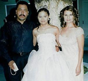 <b>13 de agosto 2005</b><p> Srita. Gaby Ileana Torres Ramírez junto a sus papás, Guillermo Torres y Laura Ramírez en su fiesta de quince años