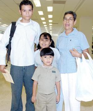 Noé Nava  viajó a Tijuana y fue despedido por la familia Nava Cepeda.