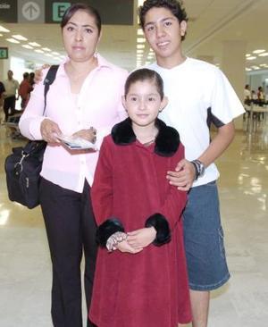 María Eugenia Canto, Melanie y Miguel Marín viajaron a México.