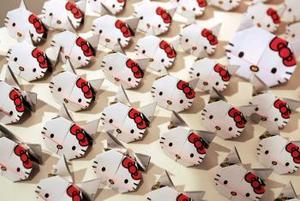 Celebran 30 años de la creación de la famosa gatita en Hong Kong.