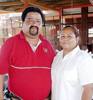 Jesús García Favela festejó su cumpleaños junto a su esposa, Elia Lara Olmos.