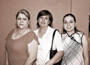 Minerva C, Virginia Vega y Liliana Pulido.