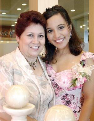 Gabriela Anaya Galván disfrutó de una despedida de soltera que le organizó su mamá, Virginia Galván de Anaya.