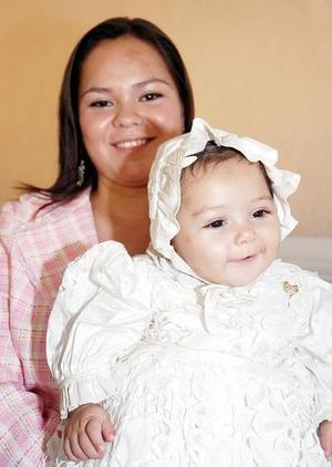 Ana Regina Adame Juárez junto a su mamá Adriana de Adame.