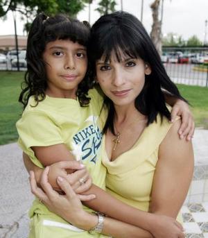 Blanca y Julieta Contreras.