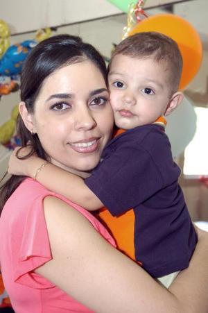José Alfonso López y su mamá Elena López.