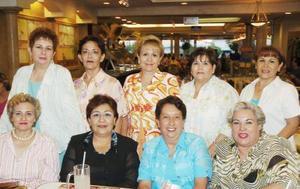 d Gaby Villegas, Paty Soto, Chonita Zorrilla, Guadalupe de Zamora, Mariángela Vargas, Rosario Esguerra, María del Socorro Rodríguez, Laura Rivera y Bertha Rodríguez, grupo de amigas en pasada reunión social.