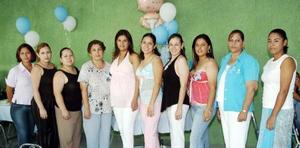 Jéssica Lozoya de Parral recibió regalos, en la fiesta de canastilla que le ofreció Silvia de Lozoya y a la que asistieron numerosas familiares y amigas, para felicitarla por el cercano nacimiento de su bebé.
