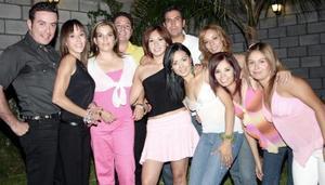 Nancy Sotomayor celebró su cumpleaños con una fiesta, a la cual asistieron varios amigos.