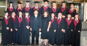 <b>14 de agosto 2005</b><p> Tercera generación de Cambridge Traductores Simultáneos e Intérpretes.
