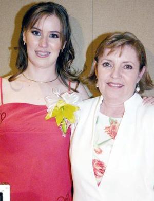 <b>15 de agosto 2005</b><p> Ángela García de Alba y su mamá, María Esther Hiriart de García.