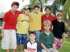 Fernando Vargas, Daniel Oveso, José Manuel Vargas, Ricardo Bujdud, Eduardo Pérez, Alfonso Arriaga y Andrés Hermosillo, grupo de amigos en reciente convivio.