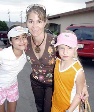 <b>15 de agosto 2005</b><p> Olga Sánchez, Mónica Garza e Isabel Máynez.