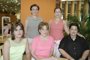 Graciela Aguirre de Albéniz festejó su cumpleaños con un ameno convivio, acompañada por sus amigas Gloria de García, Samira de Zarzar, Pilar de Gómez y Sandra de Facusse.