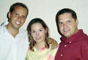 Manuel, Ana Cecilia y Javier Quintero Guridi.