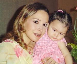 Ana Cecilia Quintero de Rodríguez y su pequeña María Regina Rodríguez Quintero