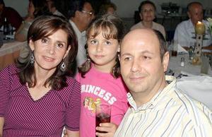 Miriam de Juan, Tania Juan y Fernando J, Juan..