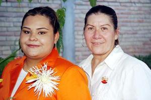 Delia del Socorro Cabral Salazar acompañada de Ofelia S. de Cabral.
